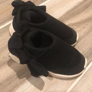Zara baby soft black shoes with bows